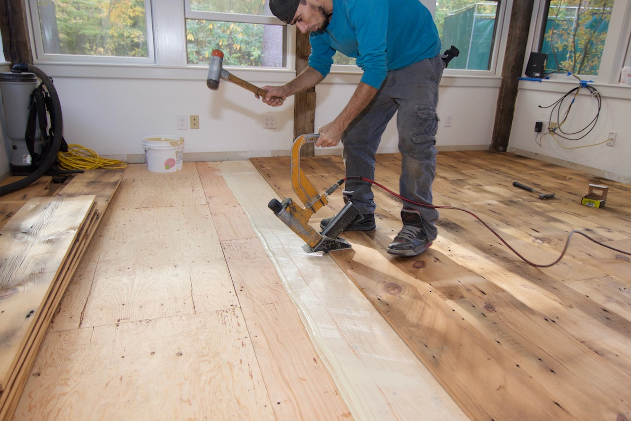 Installing reclaimed hardwood flooring random width for Hardwood installation